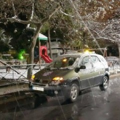 Last night's heavy snowfall caused a lot of distress to the citizens of Athens.